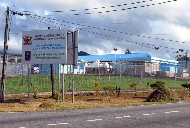 Centro de Detenci[on de Inmigrantes en Aripo, Trinidad & Tobajo / Foto Newsday
