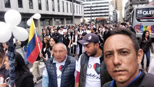 Familiares y amigos fueron acompañados en la referida movilización por representantes de la sociedad civil así como compañeros de trabajo del rotativo nacional (Foto: Nota de prensa)