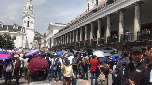 Ecuatorianos protestas por secuestro de periodistas del Diario El Comercio en frontera colombiana (Foto: Natali Becerra)