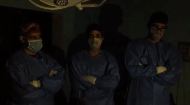 Foto: Médicos del hospital Central de Valencia se quedaron sin luz en plena operación / VPI