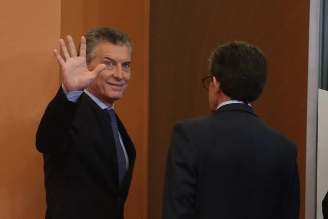 LIM201. LIMA (PERÚ), 14/04/2018.- El presidente de Argentina, Mauricio Macri, llega para la foto oficial de la VIII Cumbre de las Américas hoy, sábado 14 de abril de 2018, en el Centro de Convenciones de Lima (Perú). EFE/Ernesto Arias