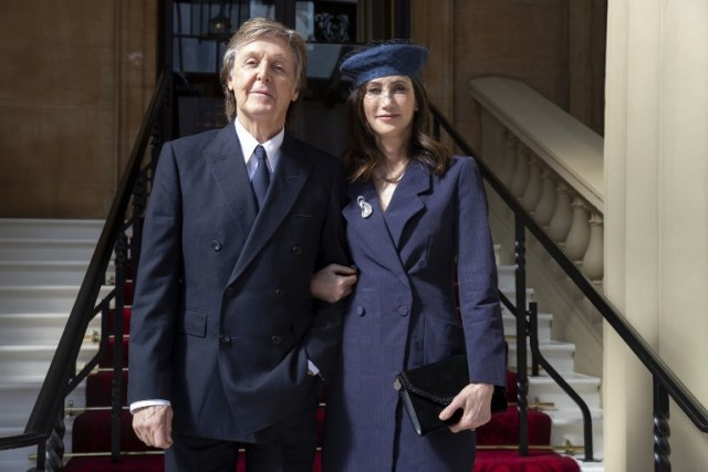Paul McCartney con su esposa, Nancy Shevell | Foto:  AFP