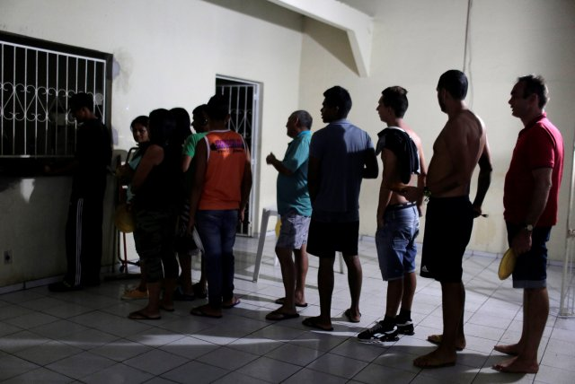 Venezuelan refugees line up for food at the Joao Batista Scalabrini shelter of the archdiocese of Manaus in the Santo Antonio neighbourhood in Manaus, Brazil May 1, 2018. Picture taken May 1, 2018. REUTERS/Bruno Kelly