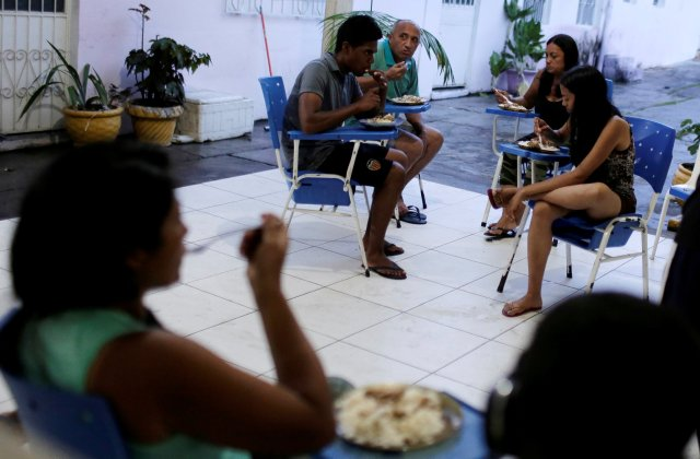 REFILE - CORRECTING GRAMMAR Venezuelan refugees eat at the Joao Batista Scalabrini shelter of the archdiocese of Manaus in the Santo Antonio neighbourhood in Manaus, Brazil May 1, 2018. Picture taken May 1, 2018. REUTERS/Bruno Kelly
