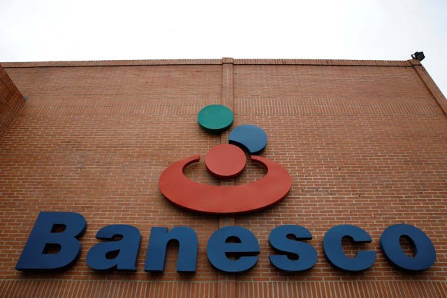 The corporate logo of Banesco bank is seen at one of its branches in Caracas, Venezuela May 3, 2018. REUTERS/Carlos Garcia Rawlins