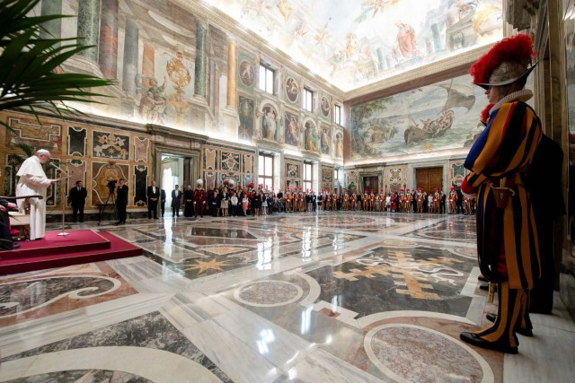 Pope Francis speaks to Swiss guards the day ahead of their swearing-in ceremony at the Vatican, May 4, 2018. Osservatore Romano/Handout via REUTERS ATTENTION EDITORS - THIS IMAGE WAS PROVIDED BY A THIRD PARTY