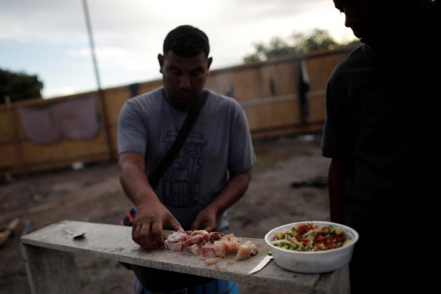 A Venezuelan migrant prepares a meal in a makeshift camp at Simon Bolivar square in Boa Vista, Brazil May 3, 2018. Picture taken May 3, 2018. REUTERS/Ueslei Marcelino