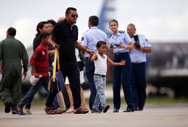 Venezuelan refugees arrive at the Eduardo Gomes International airport in Manaus, Brazil May 4, 2018. REUTERS/Bruno Kelly