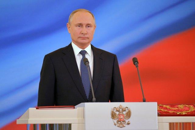 Vladimir Putin juró como presidente ruso durante una ceremonia de inauguración en el Kremlin en Moscú, Rusia, el 7 de mayo de 2018. Sputnik / Alexander Astafyev / Pool a través de EDITORES DE ATENCIÓN DE REUTERS - ESTA IMAGEN FUE PROPORCIONADA POR UN TERCERO.