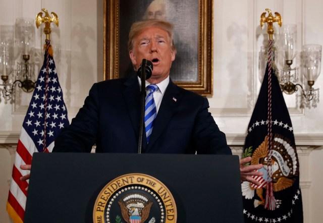 El presidente de los Estados Unidos, Donald Trump anuncia su retiro del acuerdo nuclear JCPOA Irán en la Sala Diplomática de la Casa Blanca en Washington, EE.UU., 8 de mayo de 2018. REUTERS / Jonathan Ernst