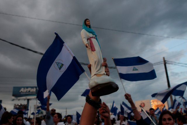 A demonstrator holds a statue of the Virgin of Cuapa during protest against Nicaraguan President Daniel Ortega's government in Managua, Nicaragua May 15, 2018. REUTERS/Oswaldo Rivas