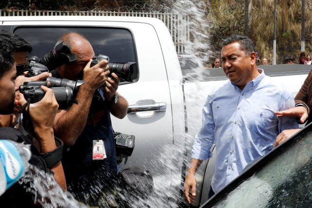 """Venezuelan presidential candidate Javier Bertucci of the """"Esperanza por el Cambio"""" party reacts after an inmate's relative throws water, outside a detention centre of the Bolivarian National Intelligence Service (SEBIN) in Caracas, Venezuela May 17, 2018. REUTERS/Carlos Jasso"""