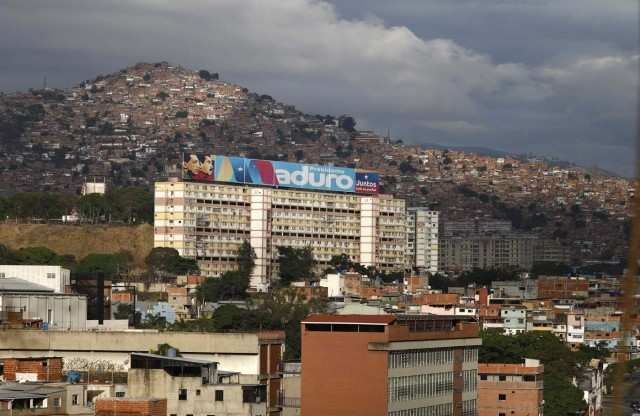 A large sign supporting Venezuelan President Nicolas Maduro sits atop a building during the presidential election in Caracas, Venezuela, May 20, 2018. REUTERS/Marco Bello