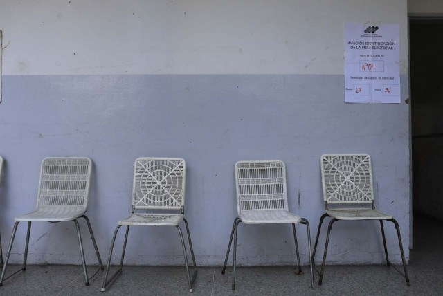 Empty chairs await voters at a polling station during the presidential election in Caracas, Venezuela, May 20, 2018. REUTERS/Marco Bello