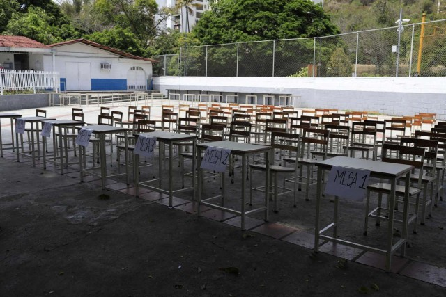 A polling station stands empty during the presidential election in Caracas, Venezuela, May 20, 2018.