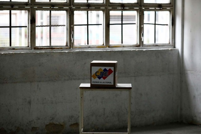 A voting box is seen at a polling station during the presidential election in Caracas, Venezuela, May 20, 2018. REUTERS/Marco Bello