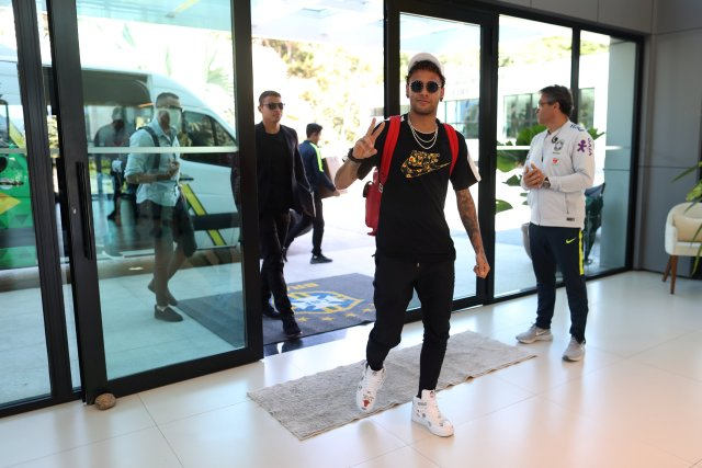 Brazil's soccer player Neymar arrives at the Brazilian Soccer Confederation training center in Teresopolis, Brazil May 21, 2018. Brazilian Soccer Confederation (CBF)/Handout via REUTERS ATTENTION EDITORS - THIS IMAGE WAS PROVIDED BY A THIRD PARTY.  IT IS DISTRIBUTED, EXACTLY AS RECEIVED BY REUTERS, AS A SERVICE TO CLIENTS. NO SALES. NO ARCHIVES