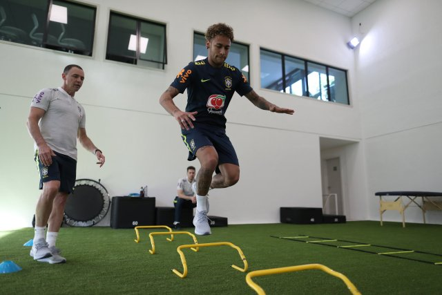 Brazil's soccer player Neymar trains at the Brazilian Soccer Confederation training center in Teresopolis, Brazil May 21, 2018. Lucas Figueiredo/Brazilian Soccer Confederation (CBF)/Handout via REUTERS ATTENTION EDITORS - THIS IMAGE WAS PROVIDED BY A THIRD PARTY. IT IS DISTRIBUTED, EXACTLY AS RECEIVED BY REUTERS, AS A SERVICE TO CLIENTS. NO SALES. NO ARCHIVES