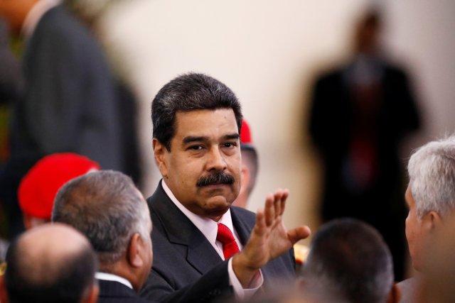 El presidente reelecto de Venezuela, Nicolás Maduro, hace un gesto cuando se va después de recibir un certificado que lo confirma como ganador de las elecciones del domingo, en el Consejo Nacional Electoral (CNE) en Caracas, Venezuela el 22 de mayo de 2018. REUTERS / Marco Bello