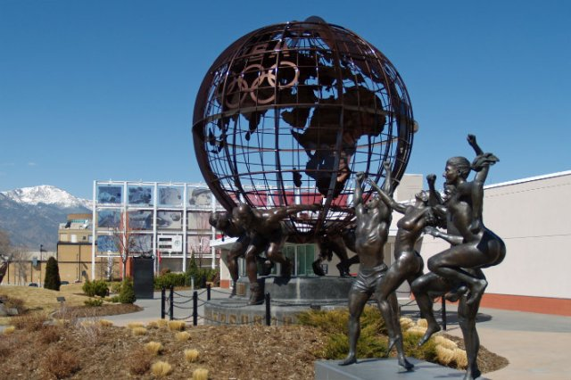 3254_US_Olympic_Committee_Headquarters_by_David_Shankbone-2