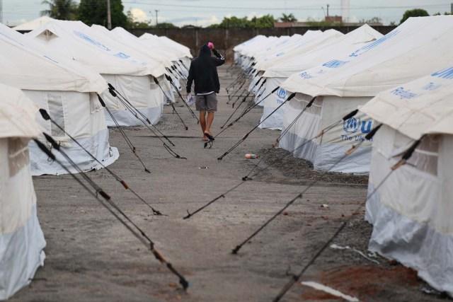 """BRA104. BOA VISTA (BRASIL), 03/05/2018 - Vista hoy, jueves 3 de mayo de 2018, del refugio mantenido por el alto comisionado de las Naciones Unidas para los refugiados, en la ciudad de Boa Vista, capital del estado de Roraima (Brasil). Unos 6.000 venezolanos están en una situación de """"vulnerabilidad"""" en Boa Vista, punto de llegada para muchos de los que huyen de la crisis en ese país caribeño, informaron hoy fuentes oficiales. EFE/Joédson Alves"""