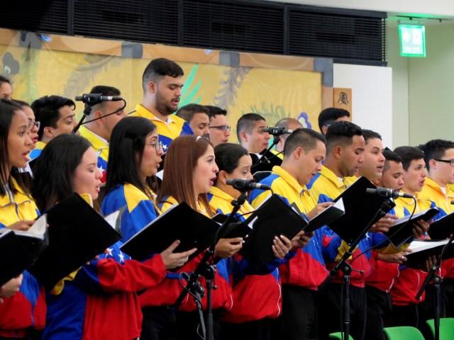 """GRAF7277. VIENA, 14/05/2018.- Un centenar de jóvenes miembros de """"El Sistema"""" de orquestas y coros juveniles e infantiles de Venezuela actuaron hoy por primera vez en Naciones Unidas en Viena, un paso más para lograr que el organismo internacional reconozca su labor. EFE/Iera Herranz"""