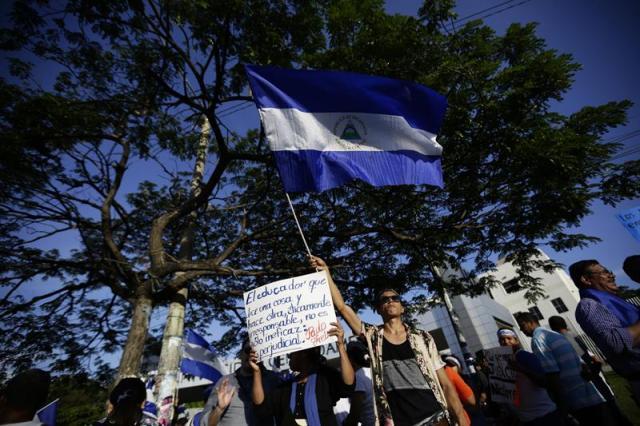 Estudiantes participan en una protesta contra el Gobierno de Daniel Ortega hoy, 14 de mayo de 2018, en las afueras de la Universidad Centroaméricana en Managua, Nicaragua. EFE/Bienvenido Velasco