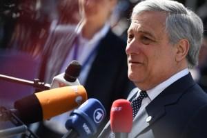 Antonio Tajani a favor de que países elijan entre acoger refugiados o aportar dinero