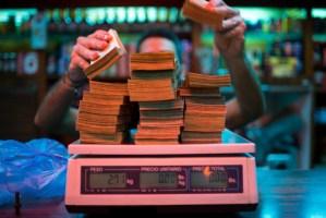El efectivo se vende a 500% de su valor en el centro de Maracaibo