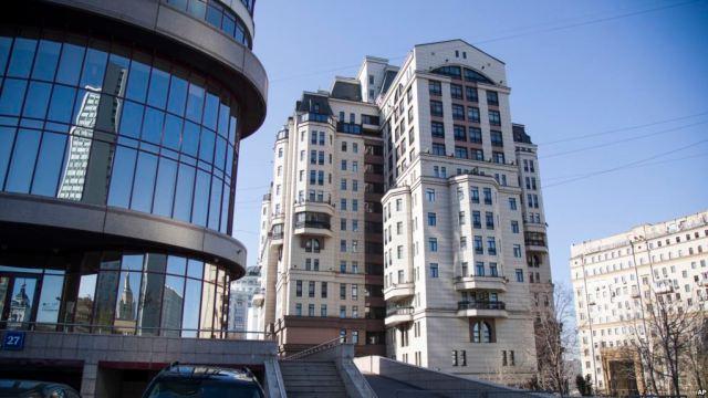 Esta foto tomada el martes 24 de abril de 2018 muestra el edificio Evrofinance Mosnarbank en Moscú, Rusia. Para los inversores que quieran comprar la nueva criptomoneda venezolana, el único lugar a donde recurrir es Evrofinance Mosnarbank, un banco ruso mitad propiedad del gobierno socialista de Venezuela. y dos empresas rusas de propiedad estatal sancionadas por los EE. UU. (AP Photo / Pavel Golovkin)