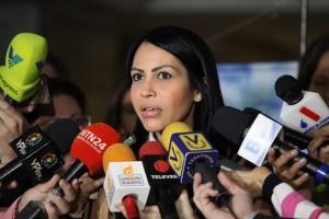 Delsa Solórzano denuncia persecución del Sebin durante gira en Cojedes (VIDEOS)