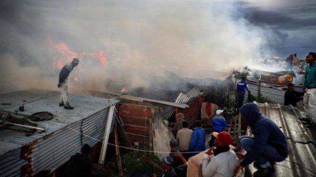 Incendio en Ciudad del Cabo, Sudáfrica, en 2016   Foto: @Cooperativa (REFERENCIA)