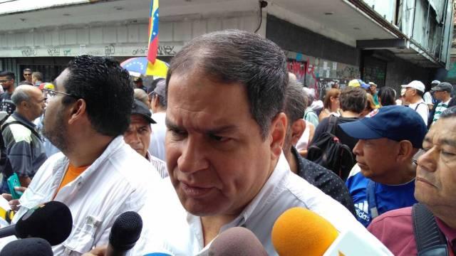 Diputado Luis Florido desde manifestación del Frente Amplio en la Plaza Brión de Chacaíto | Foto: @EfectoCocuyo
