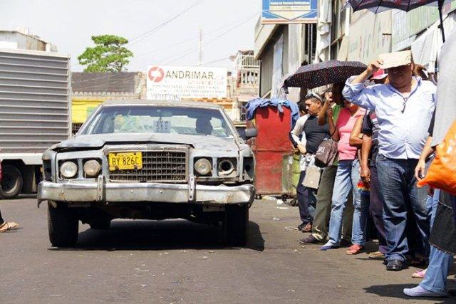 La situación ha provocado que cada vez más personas deban caminar largas distancias para llegar a sus destinos | Foto: Radio Fe y Alegría Noticias