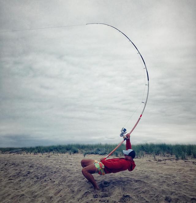 Elliot Sudal forma parte de un equipo que caza ejemplares para su investigación. Los devuelve sanos y salvos al océano (Elliot Sudal)