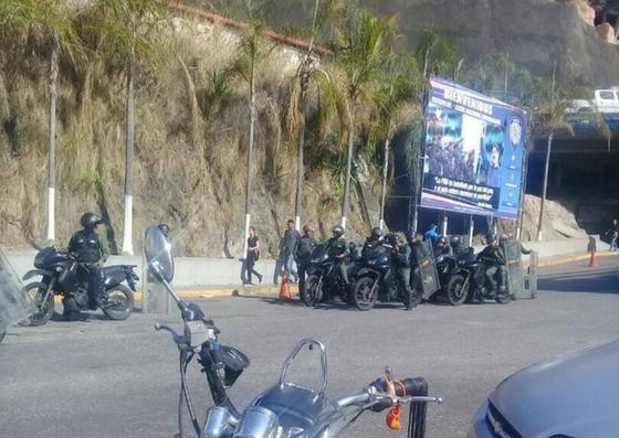 Foto: Equipos antimotines de la GNB se encuentra en los alrededores de El Helicoide / Cortesía