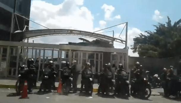 Foto: GNB se encuentra en los alrededores del Sebin en Plaza Venezuela / Dayana Krays