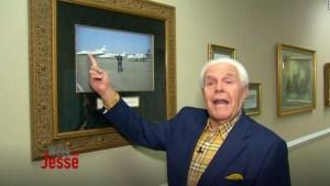 """Predicador evangélico """"usando la palabra de Dios"""" le pide a sus seguidores que le compren un jet privado"""