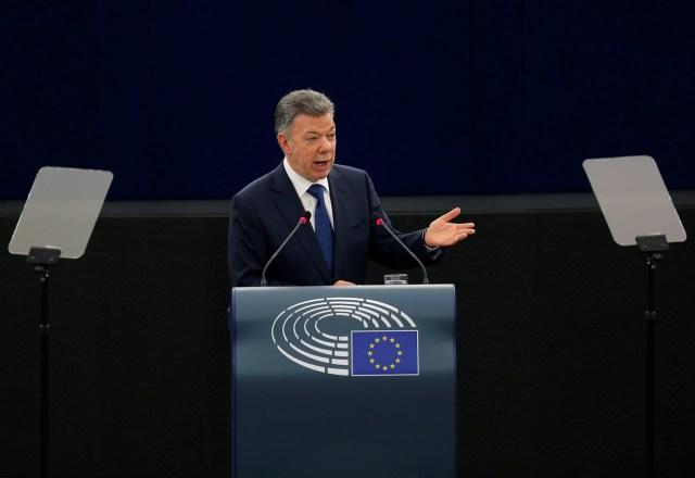 El presidente colombiano Juan Manuel Santos Calderón se dirige al Parlamento Europeo en Estrasburgo, Francia el 30 de mayo de 2018. REUTERS / Vincent Kessler