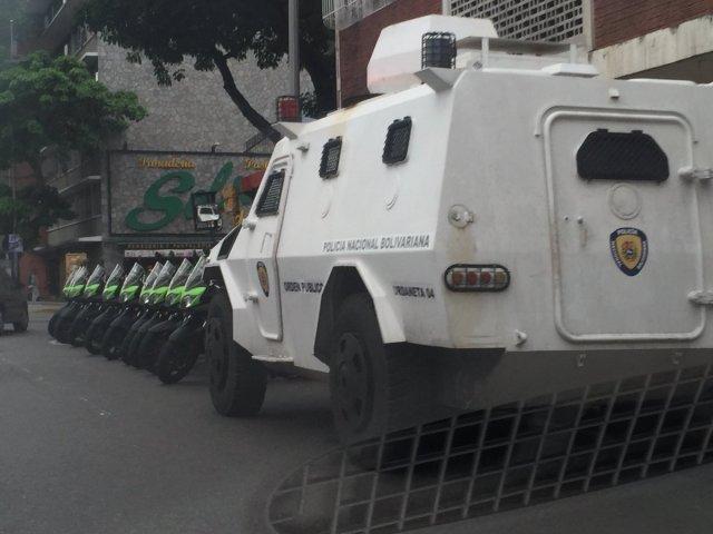 Foto: PNB se mantiene en la avenida Libertador a la altura de Chacaito / Raylí Luján