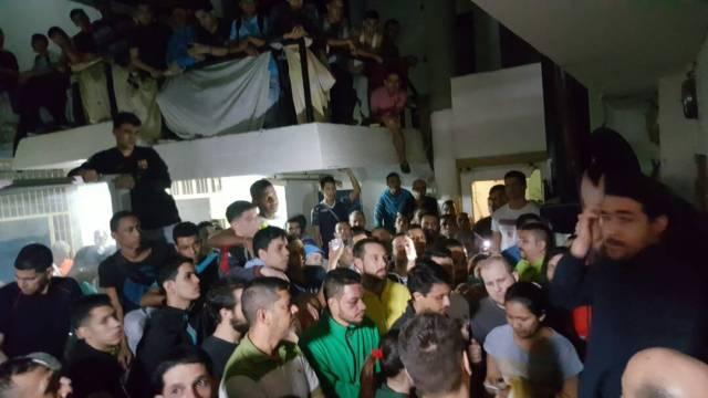 Foto: Presos mantienen protesta en El Helicoide / @Daniel_Ceballos - twitter