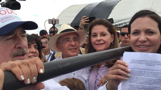 María Corina con los expresidentes Pastrana y Uribe (Foto Prensa María Corina Machado)