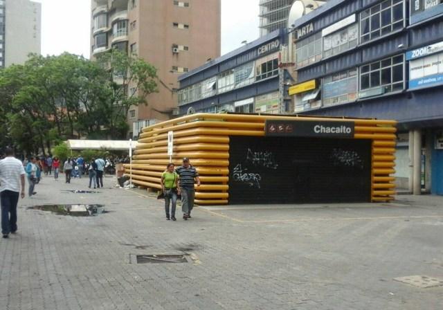 Estación de Metro de Chacaíto cerrada #16May | Foto: Juan Peraza