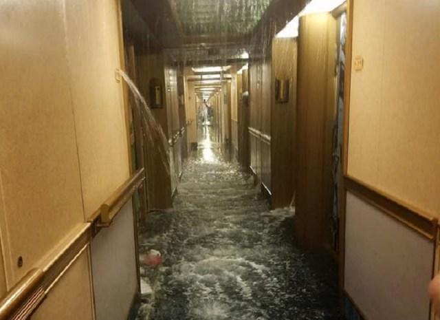 Inundación a bordo del Carnival Dream // Foto @ZEROHEDG3