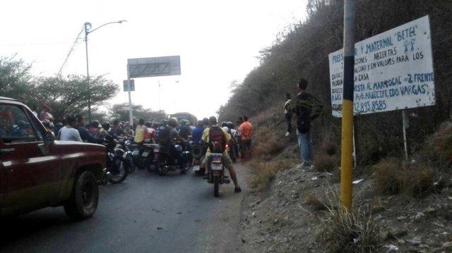 Foto: Cerrada la carretera principal de Carayaca por protesta / Cortesía