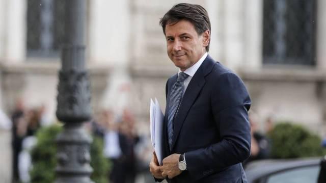 Giuseppe Conte, camino de la reunión con el presidente Sergio Mattarella, esta tarde. (EFE)
