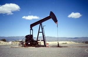 La OPEP y sus socios aprueban aumentar la producción de petróleo