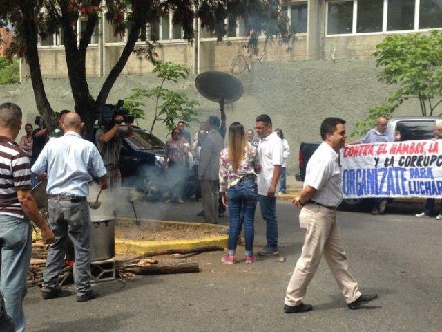 Foto: Profesores y gremios de la UCV protestan para exigir el pagos salarios / Viva UCV