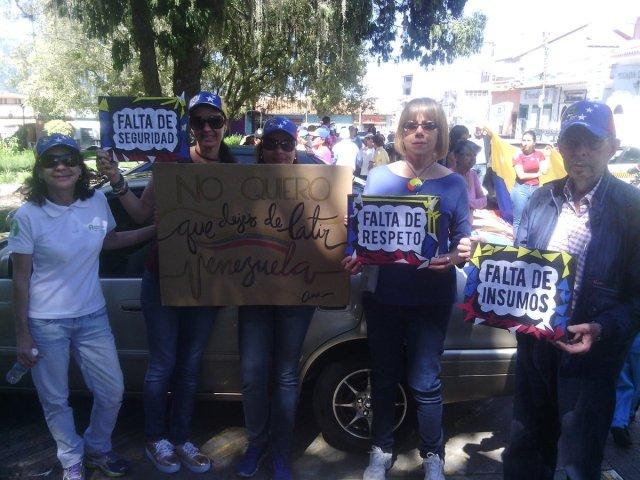 Foto: Gremios y sociedad civil también marchan en Mérida / Jesus Quintero