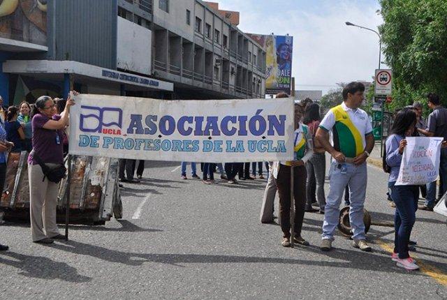 Foto: Personal docente y administrativo de la UCLA protesta por retraso de salario / ElImpulso.com